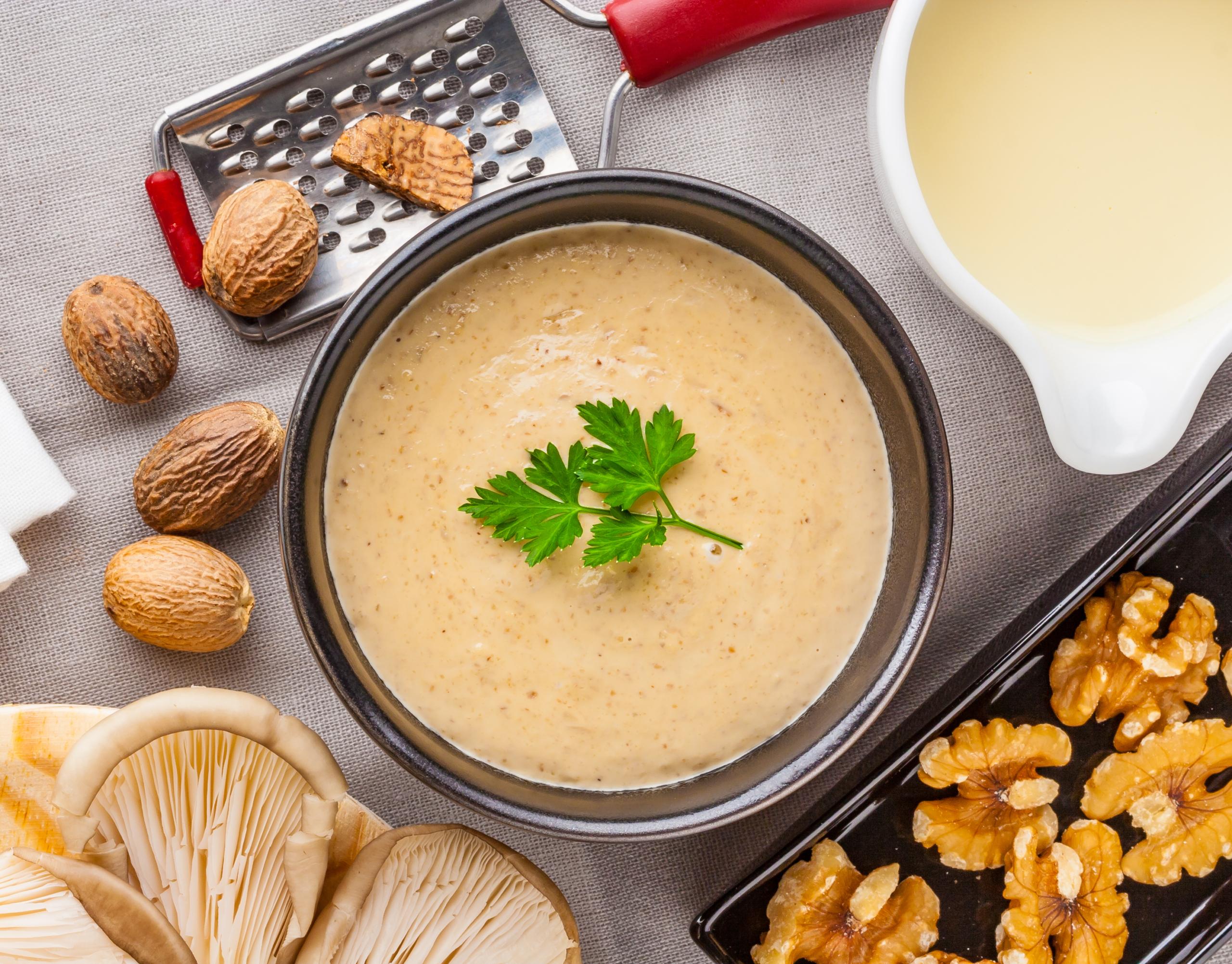 Salsa de nueces, la receta más sencilla para acompañar tus recetas festivas