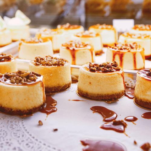 Pastís de formatge amb vainilla, caramel i nous